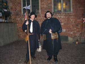 Lystige karer i middelalderklær på Marktsplassen i Bremen. Foto: Yvette-Marie Solem