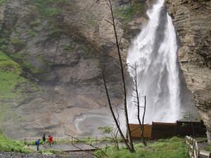 Sveits: Mektige krefter er i sving i den 120 meter høye Reichenbach Falls Foto: Cristina Maria Solem